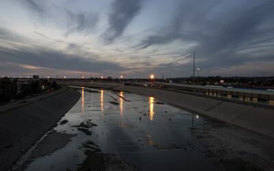 Una imagen del río Tijuana en el punto de entrada en Méxic...