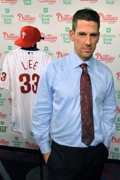 Los Phillies de Filadelfia dieron la bienvenida oficial a Cliff Lee, qui...