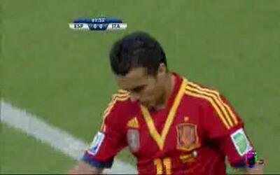 Italia vs España: Pedro desperdició una clara oportunidad de gol