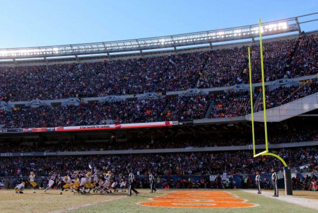Ensordecedor el Soldier Field, casa de los Bears, para apoyar a su equip...