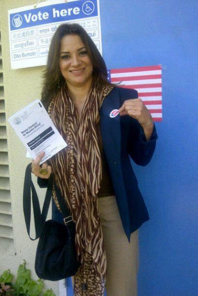 """Cecilia Bográn, presentadora de Univision 34 en Los Ángeles: """"Ya votaste..."""