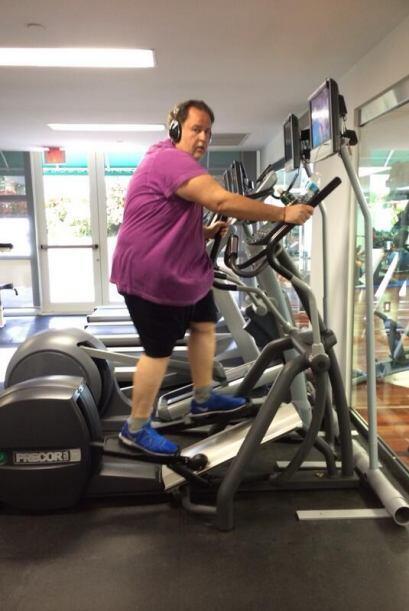 Raúl realiza 40 minutos de ejercicio de cardio.