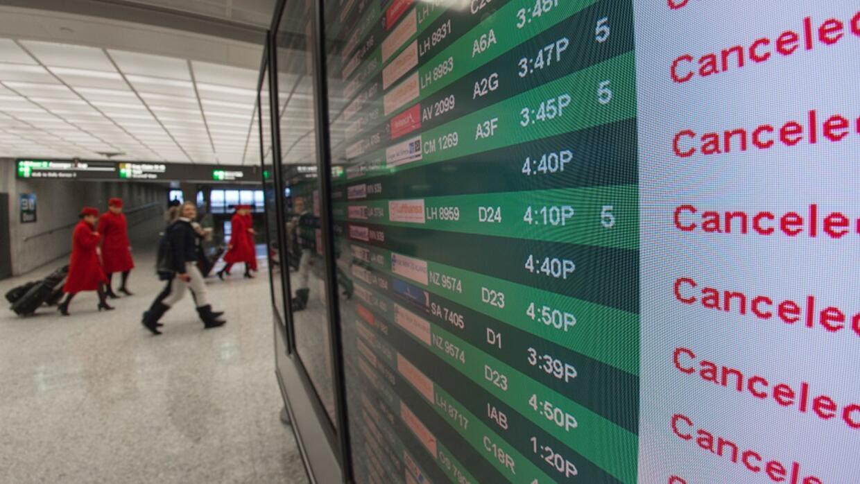 Cientos de vuelos cancelados en más de 50 aeropuertos.
