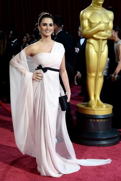 Con un porte único y su sonrisa cautivadora, Cruz es una de las actrices...