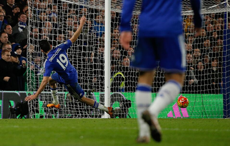 Chelsea y Man U dividen emociones y puntos