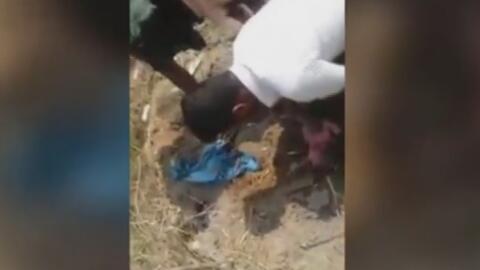 Enterrada viva, hallan a una bebé recién nacida en India