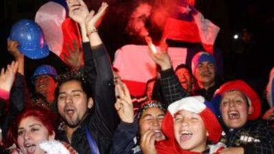 Cientos de miles de chilenos salieron a las calles para celebrar el resc...