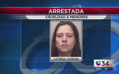 Mujer acusada de maltrato a menores