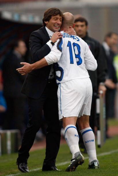 El 'Cuchu' Cambiasso volvió a anotar y el Inter ganó por 2-1.