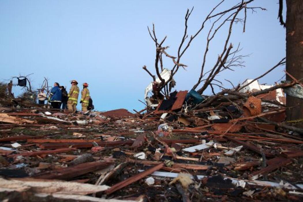 Advertencias de tornado fueron lanzadas el domingo en siete estados del...
