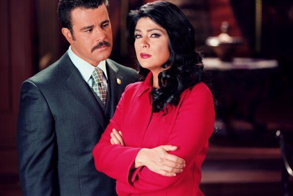 Cree estar enamorado María y se distancia de Esteban cuando éste se casa...