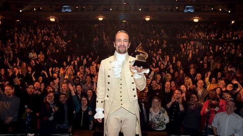 El compositor y actor Lin-Manuel Miranda recibió un GRAMMY en el...
