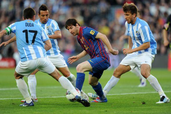 De repente y ante la multiple marca, ell argentino se las ingenió y frot...