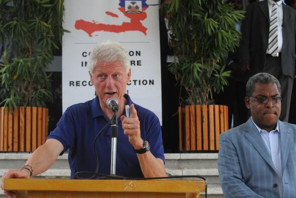 El ex presidente de Estados Unidos asistió a una reunión en Puerto Prínc...