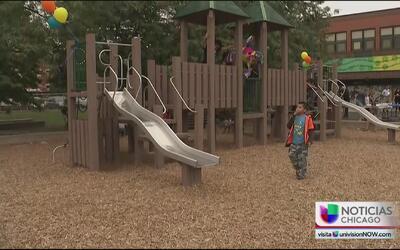 Residentes disfrutan renovado parque en Pielsen