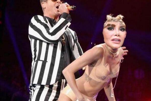 Como Miley arrimándose a Robin Thicke en los MTV Video Music Awar...