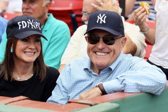 Rudolph Giuliani, ex alcalde de Nueva York, viajó a Boston para apoyar a...