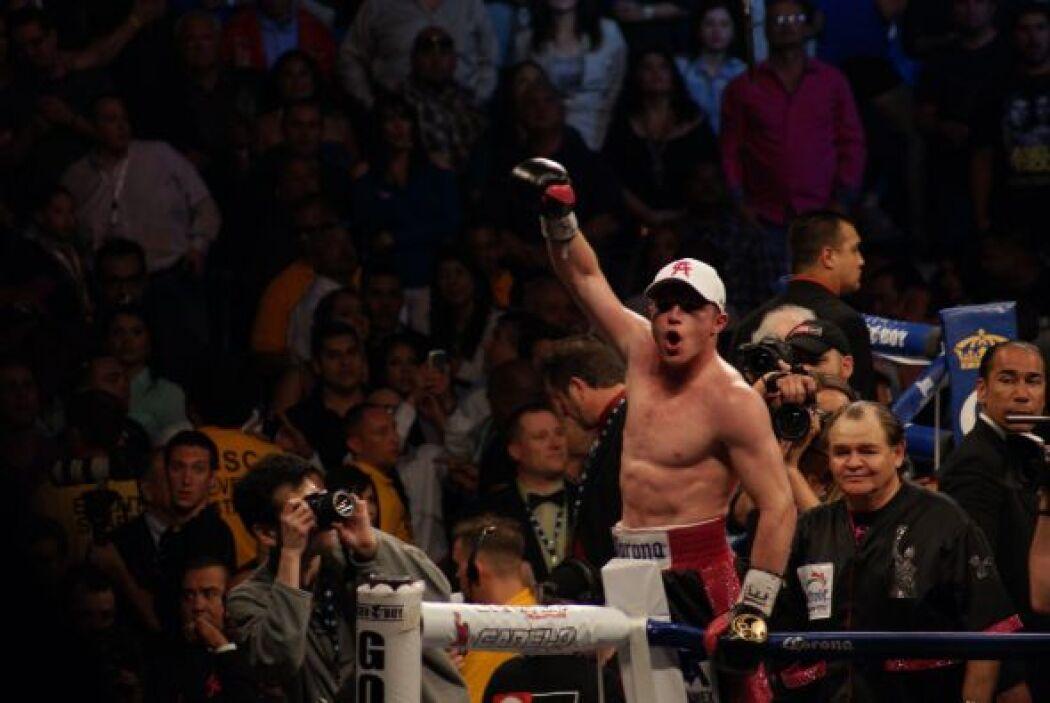 'Canelo' volvió a manejar los rounds siguientes, se dio el lujo de boxea...
