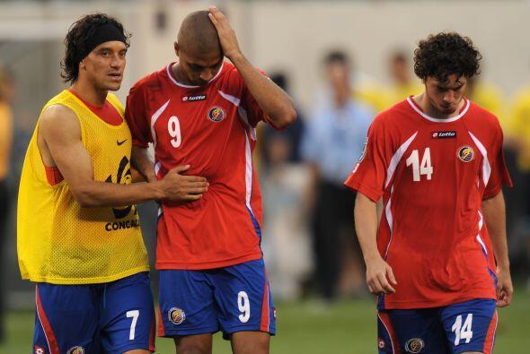 Y mientras los hondureños festejaban, los costarricenses se lamentaban p...