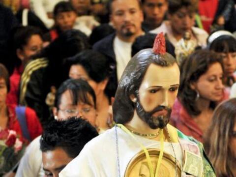 Cientos de fieles mexicanos celebran con devoción el día d...