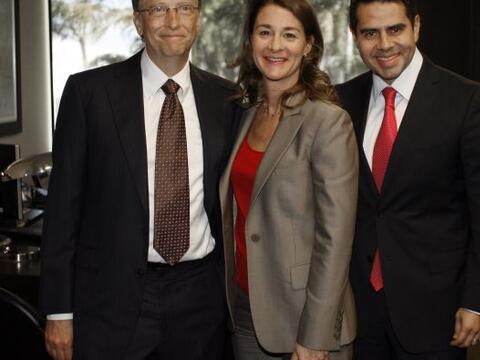 Bill y Melinda Gates visitaron los estudios de Univision, donde conversa...