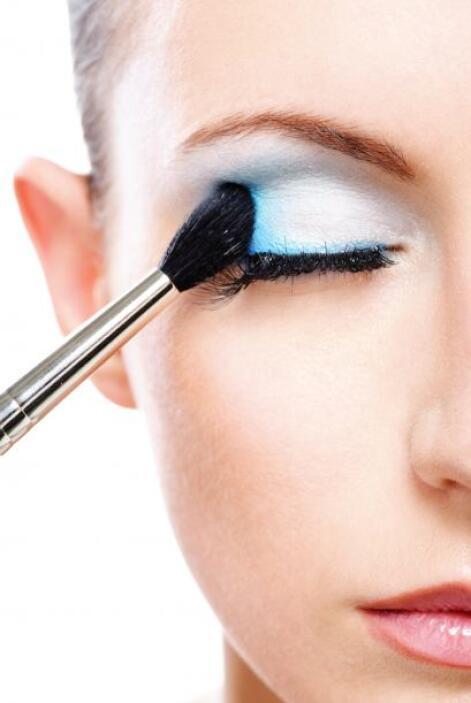 Nos queda claro que para todo esto harás uso del maquillaje. Nuestra pri...