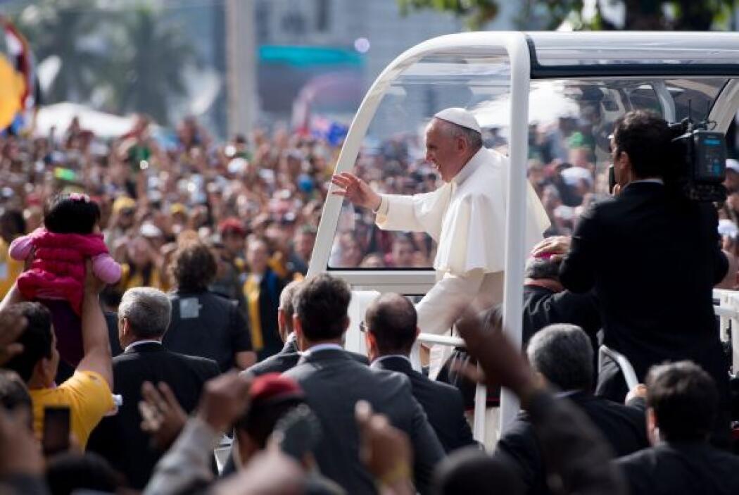 3. En el mes de julio, millones de personas acompañaron al papa Francisc...