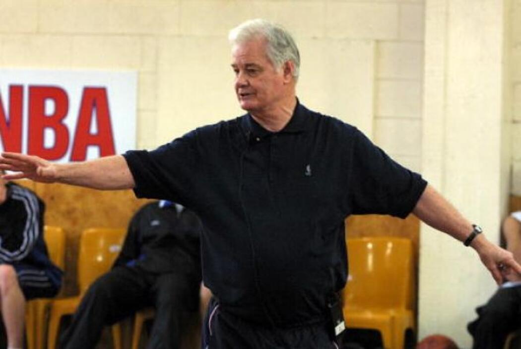 Tex Winter será reconocido por us nueve campeonatos como asistente de co...