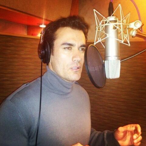 David Zepeda está preparando su primer material musical y muestra a sus...