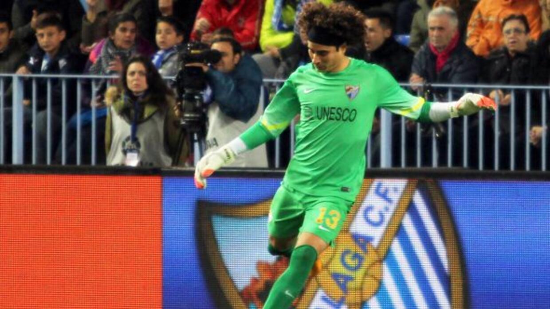 El portero mexicano destacó en la victoria del Málaga en Copa del Rey.