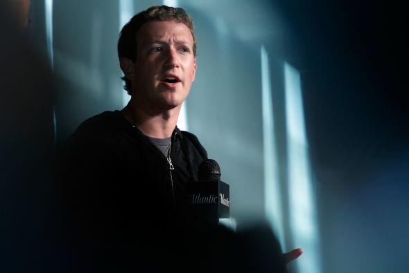 MARK ZUCKERBERG. Junto a su esposa, el fundador de la red social Faceboo...