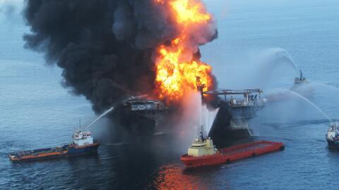 Incendio de la plataforma petrolífera en 2010.