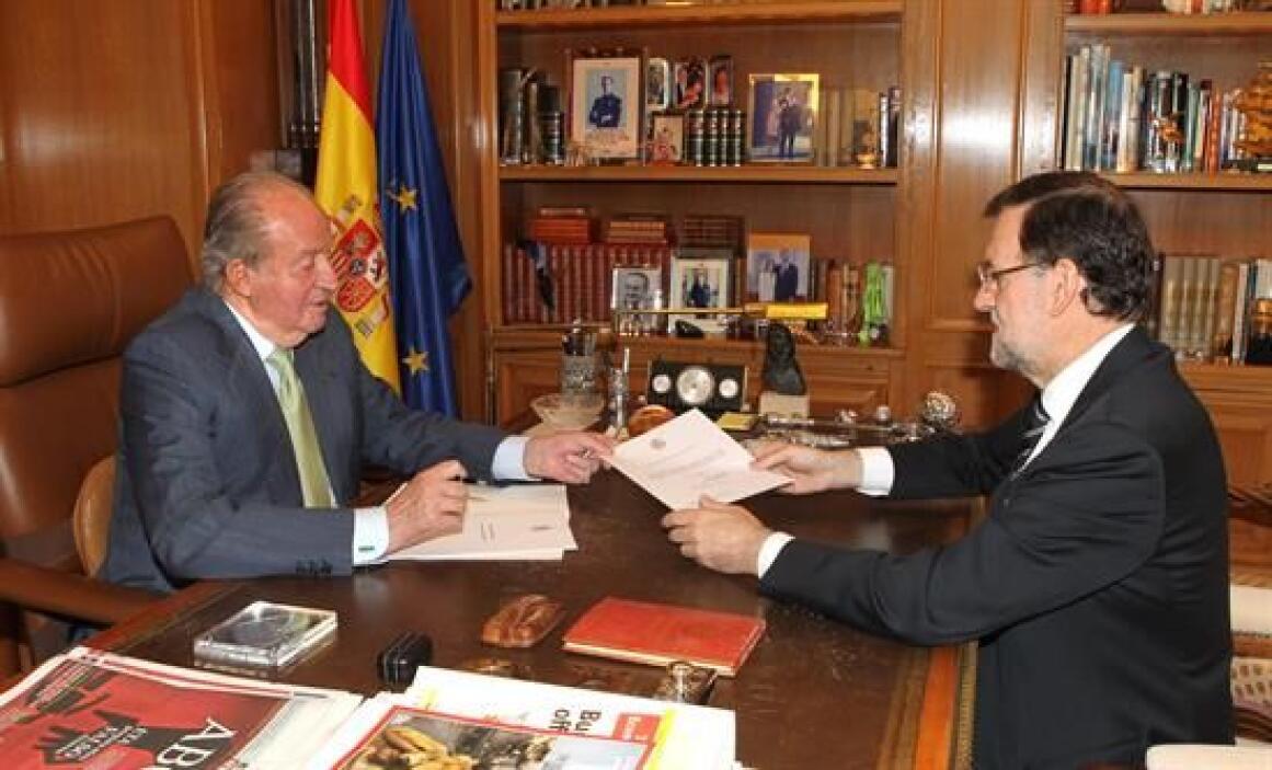 Cuando ante el presidente del gobierno español, Mariano Rajoy, abdicó en...