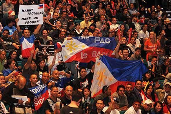 Los seguidores de Manny Pacquiao armaron un buen ambiente.