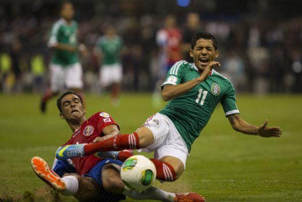 Mientras en la mitad de la cancha por izquierda Andrés Guardado ha sido...