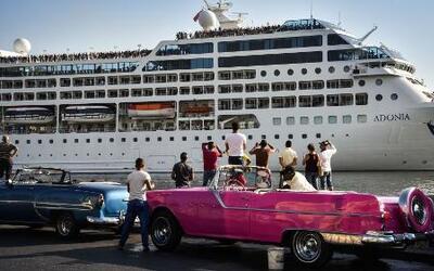 Pasajeros del Adonia disfrutan su estadía en la isla de Cuba
