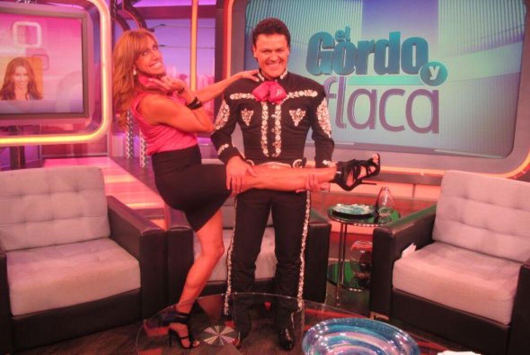 Pedrito Fernández quedó impactado con las kilométricas piernas de Lili.