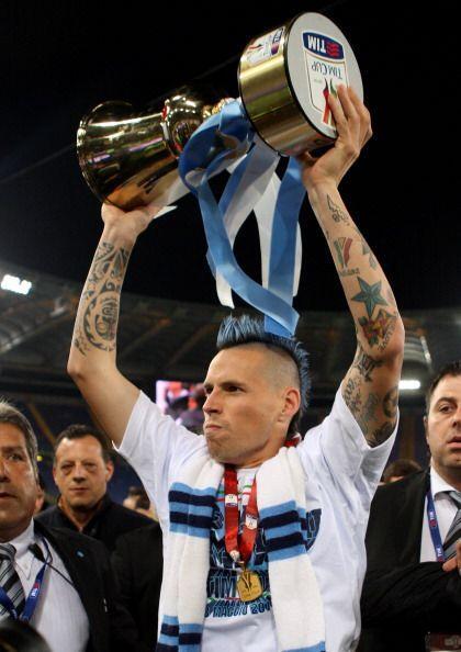 Marek Hamsik levantó así la primera Copa de este club desd...