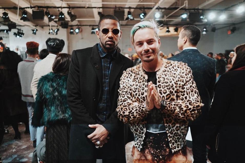 Balvin posa con el cantante de hip hop Fabolous, también embajador de la...