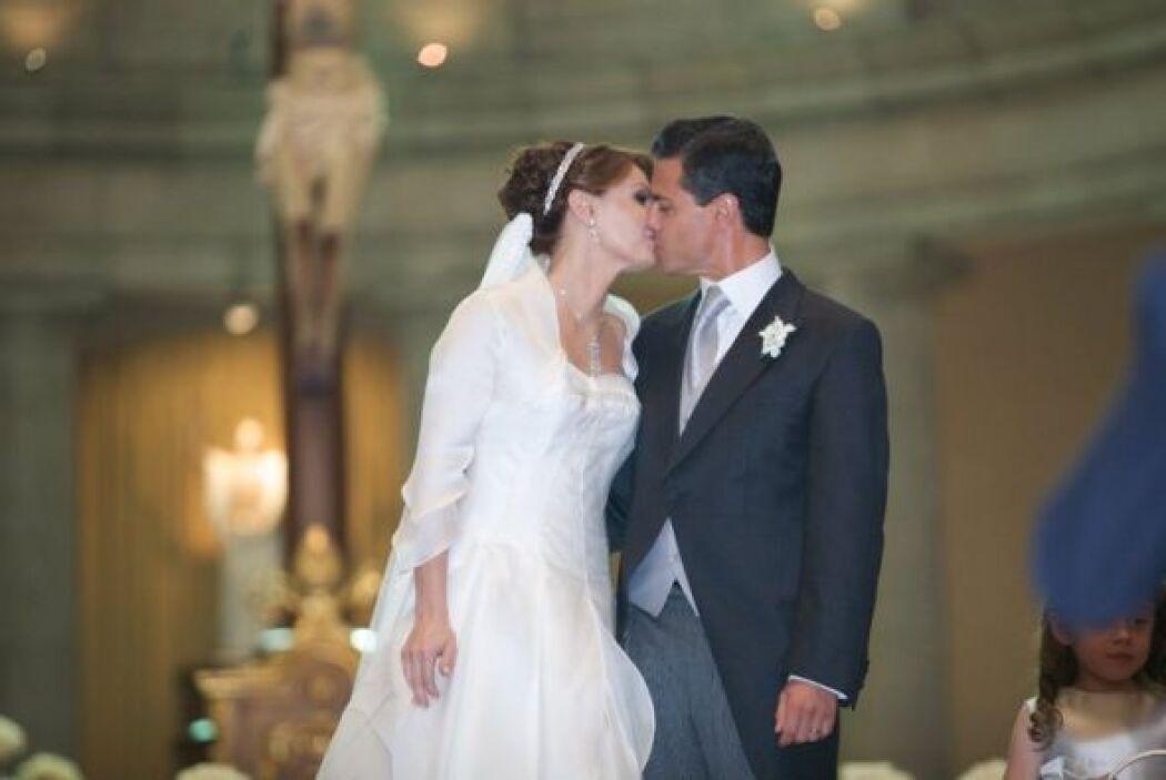 El político mexicano subió varias fotos de su enlace matrimonial en su p...