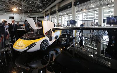 El auto volador comercial fue revelado por la empresa AeroMobil en el ev...
