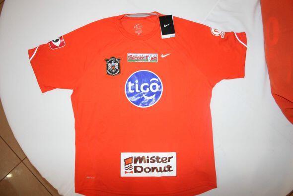 El Deportivo Aguila presentó oficialmente su nuevo uniforme. (Cor...