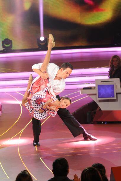 La pareja bailo una rumba flamenca y mostró que ensayaron bastant...