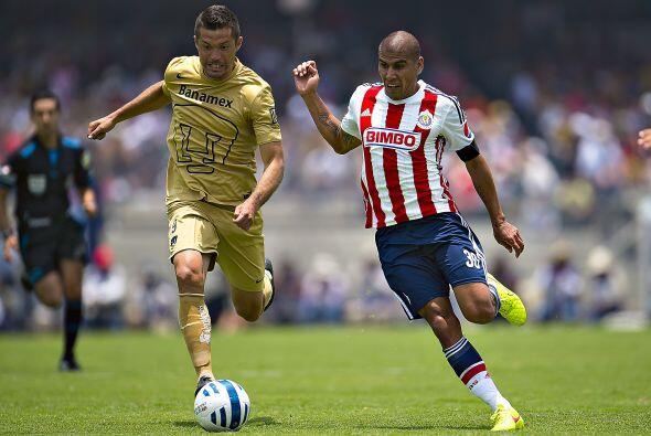 El jugador silencioso estuvo cubierto por Carlos Salcido, el defensa-con...