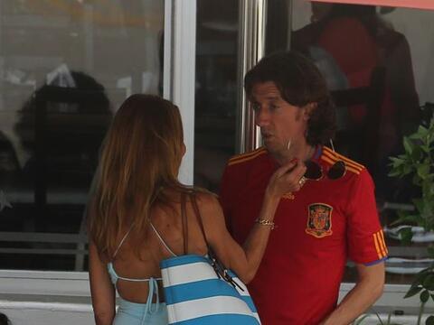 Ana y Colate al parecer ya están juntos oficialmente, o al menos,...