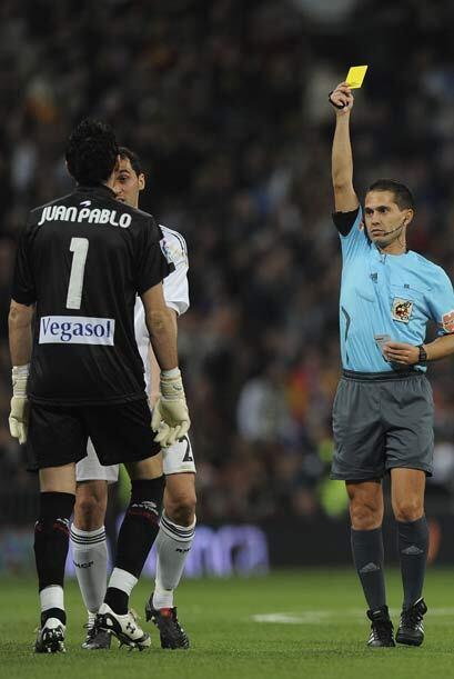 La actuación del árbitro fue muy protestada por el equipo visitante.