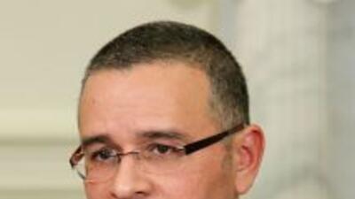 Mauricio Funes, presidente de El Salvador designó al general retirado Da...