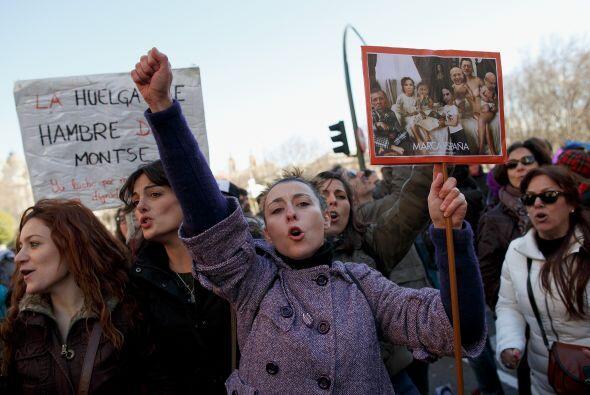 """Además llevaban pancartas con frases como """"Madres y padres en libertad""""."""