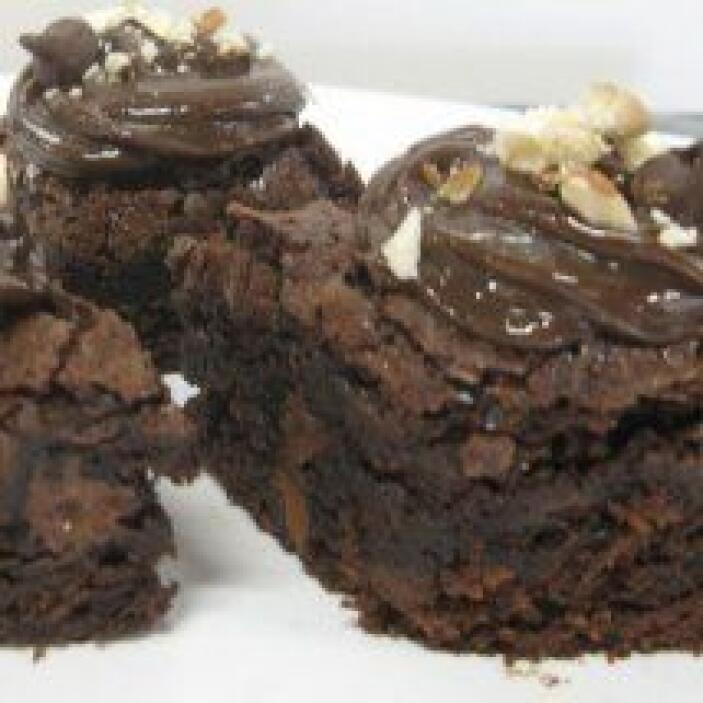 BROWNIES DE TRIPLE CHOCOLATE - Esta receta será la perdición para los am...