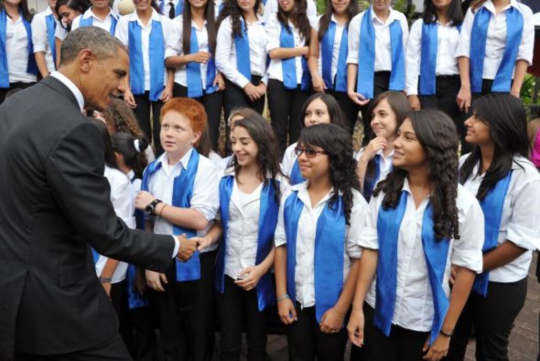 Obama, acompañado por la presidenta costarricense, Laura Chinchilla, pre...